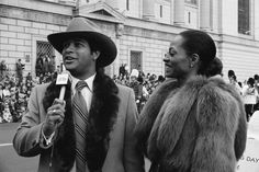 Diana Ross and Bryant Gumbel at The annual Macy's Thanksgiving Day Parade in New York City on Nov 1979 Diana Ross Supremes, Dance Charts, Macys Thanksgiving Parade, Pop Albums, Old School Fashion, James Brown, 40th Anniversary, Motown, Boss