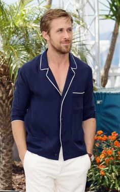Ryan Gosling: 'Drive' Photocall in Cannes!: Photo Ryan Gosling attends the Drive photocall during the 2011 Cannes Film Festival at Palais des Festivals on Friday (May in Cannes, France. Ryan Gosling Drive, Ryan Gosling Style, Marlon Brando, Steve Mcqueen, Gq, Men's Style Icons, Modern Mens Fashion, Brown Suits, Best Dressed Man