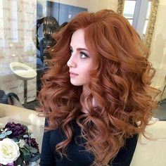 Nice 50 Elegant Women Style with Long Wavy Hair - Red Hair Long Curly Hair, Curly Hair Styles, Long Auburn Hair, Auburn Hair Copper, Long Red Hair, Curled Wedding Hair, Wedding Curls, Redhead Hairstyles, Long Curls