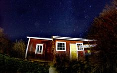 low angle view photography of brown house during night time Star night Tiny House Cabin, Tiny House Living, Cheap Crates, Work From Home Business, Business Ideas, Cedar Homes, Brown House, Stars At Night, Star Night