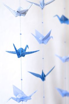 DIY: origami crane mobile in shades of blue - solids & prints