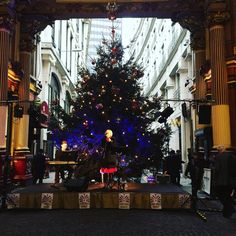 "21 curtidas, 1 comentários - Carina (@carinaivm) no Instagram: ""A little bit of Christmas on lunch breaks! #Christmas #leadenhallmarket #fashionmusiclovelondon…"""