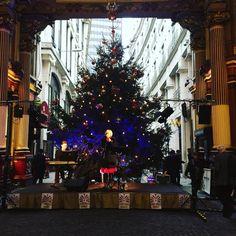 "21 curtidas, 1 comentários - Carina (@carinaivm) no Instagram: ""A little bit of Christmas on lunch breaks! #Christmas #leadenhallmarket #fashionmusiclovelondon…"""