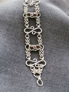Very cool chainmaille design mixing maille and wire work - just my style!
