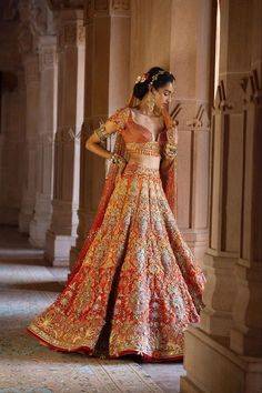 Ever wondered what is Tarun Tahiliani Lehenga Prices? Check out the latest bridal collection along with new lehenga pictures and prices. Designer Bridal Lehenga, Indian Bridal Lehenga, Indian Bridal Outfits, Indian Bridal Wear, Indian Dresses, Bridal Dresses, Bridal Sari, Flapper Dresses, Indian Clothes