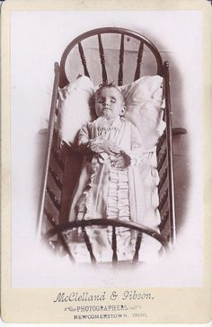 1880s CABINET CARD PHOTO NEWCOMERSTOWN OH POST MORTEM DEAD CHILD IN CRADLE