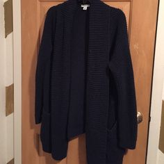 Old Navy Open Front Slouchy Cardigan Navy blue loose knit cardigan. Slight pilling, but nothing major. Suuuuper comfy! Old Navy Sweaters Cardigans