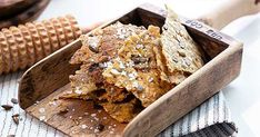 Fröknäcke på majsmjöl Lchf, Crackers, Bread Recipes, Cereal, Healthy Recipes, Candy, Chocolate, Baking, My Favorite Things