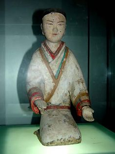 Tomb Attendant, Han Dynasty, Yangling Museum, Xi'an.  Judging by the position of her hands, this attendant probably held a zither.