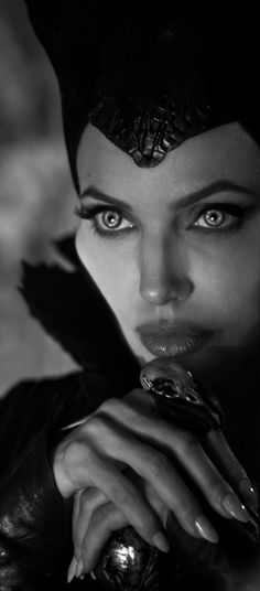 Angelina Jolie portrays the role of ''Maleficent'' in the film ''Maleficent'' a 2014 American dark fantasy one. Angelina Jolie Maleficent, Maleficent Movie, Lara Croft Angelina Jolie, Maleficent 2014, Maleficent Tattoo, Will Smith 90s, Disney Aesthetic, Wallpaper Iphone Disney, Actors