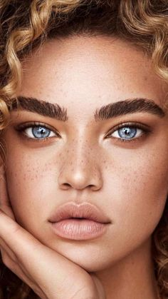 21 Best Ideas For Skin Photography Freckles Eyes Pretty Eyes, Cool Eyes, Girl Face, Woman Face, Beauty Photography, Portrait Photography, Quotes About Photography, Beauty Makeup, Beauty Nails