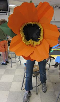 paper flowers Georgia O'Keefe lesson for younger kids to make a huge flower wall mural in the hallway!