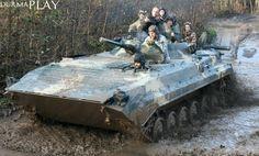 Kasımın ikinci haftası nihayet War Thunder etkinliği gerçekleşti: Gaijin Entertainment ''Gerçek Tanklarla Buluş'' sloganını takip ederek gamescom 2014'te Almanya'da yapılan klavye ve farelerin gerçek bir tankın kontrolüne uyarlandığı müsabakalarda başarı gösteren dört yarışmacıyı bu etkinliğe davet etti   Şartlar hiç bu kadar iyi olamazdı: Test sürüşünün yapıldığı alan War Thunder fanlarını güneş ışıklarının ve mav