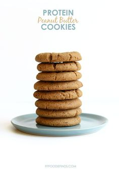 All you need are to make these peanut butter protein cookies! This protein cookie recipe is refined sugar-free and has 142 calories/cookie. High Protein Desserts, High Protein Recipes, Healthy Dessert Recipes, Healthy Baking, Protein Bars, Healthy Snacks, Protein Foods, Paleo Recipes, Free Recipes
