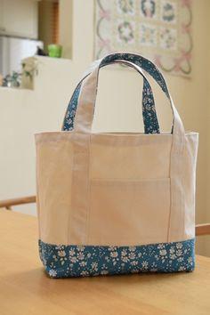 """リバティのトートバッグを手作り☆ : happy-go-lucky -心地いい暮らしのコツ- """"Handmade Liberty tote bag"""" tutorial in Japanese Sewing Projects, Projects To Try, Patchwork Bags, Denim Bag, Cosmetic Bag, Purses And Bags, Diaper Bag, Diy And Crafts, Reusable Tote Bags"""