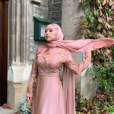 Handcrafted Statement Hijabs for all your occasions. Muslim Fashion, Modest Fashion, Hijab Fashion, Muslim Girls, Muslim Women, Bridal Hijab Styles, Simple Hijab, Hijab Bride, Hijab Tutorial