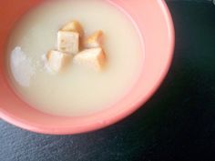 Eu adoro sopa e tenho sempre sopa no frigorifico, no fim de semana faço uma panela grande de sopa e num dia mais atarefado e com pouco tempo é sempre uma ajuda ter sopa feita no frigorifico. E agor…