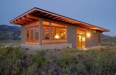 Cabin Design, Tiny House Design, Modern House Design, Modern Mountain Home, Small Modern Home, Tiny House Cabin, Cabins And Cottages, House Roof, Small House Plans
