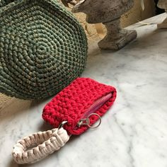 Crochet Crafts, Knit Crochet, My Bags, Purses And Bags, Crochet Clutch, Finger Knitting, T Shirt Yarn, Knitted Bags, Design Crafts