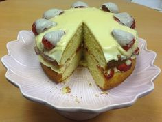 Ingredients 275g/10oz Odlums Self Raising Flour 225g/8oz Butter/Margarine (at room temperature) 225g/8oz Caster Sugar 4 Eggs 2 tablespoons Baileys Cream. Icing/filling 225g/8oz Icing Sugar (sieved) 75g/3oz Butter or Margarine (at room temperature) 2 tablespoons Baileys Cream For Decoration Strawberries halved… Baileys, Meals For The Week, Strawberries, Raising, Tea Cups, Sandwiches, Brunch, Butter, Cooking Recipes