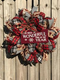 Magnificient Rustic Christmas Decorations And Wreaths Ideas 06 - Aksa. Rustic Christmas, Christmas Home, Christmas Crafts, Plaid Christmas, Christmas Presents, Christmas Ideas, Primitive Christmas, Christmas Movies, Christmas Pictures
