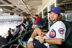 Eddie Vedder enjoying a hot dog at a Chicago Cubs game. Chicago Cubs, Mookie Blaylock, Grateful Dead Music, Pearl Jam Eddie Vedder, The Jam Band, Kings Of Leon, The Black Keys, Band Posters, Music Posters