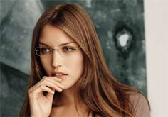 Caught the eye! Glasses Eye Makeup, Fashion Eye Glasses, Eyeglasses For Oval Face, Eyeglasses For Women, Silhouette Rimless Glasses, Fashion Silhouette, Oval Faces, New Glasses, Woman Standing