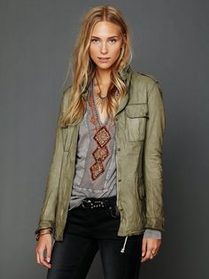 Like the patterned tee with the jacket - also like the combo of shades of taupe and tan with shades of grey.