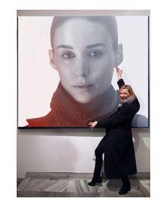Cate looking at (showcasing) Rooney's portrait #cateblanchett #rooneymara #proudwifecate #somuchlove #myedit #ifonlyitwastrue #caterooneylove