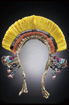 Culture/People:Ka'apor Object name:Man's headdress Native term:wirara Date created:1955-1962 Place:Rio Gurupi (Gurupy); Canindé, Paragominas Municipality; Southeast Mesoregion, Paragominas Microregion; Pará State, North Region; Brazil Media/Materials:Cotton cord/cordage, macaw feather/feathers, currasow feather/feathers, cotinga scalp/scalps, oropendola feather/feathers, tree pitch/gum