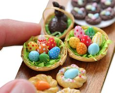 Miniature Easter Eggs - I want to check out this site when I have time.