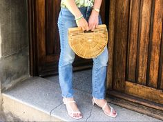 This summer new sandal obsession comes in a square toe design. #styleblog #styleinspiration #estilo #sandals #sandalias #trends2020 #tendencias2020 Primark, Zara, Color Beige, Saddle Bags, Straw Bag, Toe, Style Inspiration, Outfits, Sandals