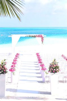 Simple Wedding Tips. Brides think of finding the perfect wedding day, however for this they require the ideal wedding dress, with the bridesmaid's dresses actually complimenting the wedding brides dress. Here are a few tips on wedding dresses. Union Jack, Perfect Wedding, Dream Wedding, Wedding Day, Wedding Ceremony, Elegant Wedding, Luxury Wedding, Wedding Bells, Wedding Bride