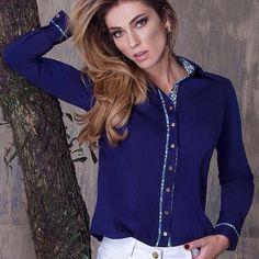 Camisa de tricoline com detalhes na vista e no punho. #camisa #lojisa #printswelove #ootd Instagram @_artmaia