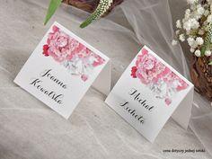 Winietki z peoniami #decorisus #decoris #peony #peonywedding #peonie #roz #pinkwedding #weddingflowers #winietki #tableplan #bridetobe #weddinginvitations #zaproszenia #zaproszeniaslubne #zaproszenianaslub #slubnezaproszenia