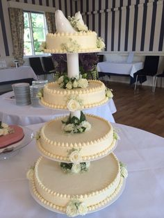 Weddingcake with white chocolate mousse and fresh flowers