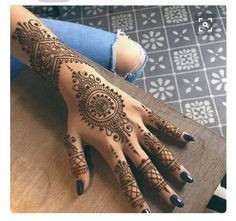 Henna Tattoo is one of the most amazing and painless way to decorate one's body artistically, No cutting, no needles painless temporary henna tattoos are actually natural paste. Beautiful images of Henna Tattoo Designs & ideas for your inspiration. Henna Tattoo Designs, Henna Tattoos, Henna Hand Designs, Mehndi Art Designs, Beautiful Henna Designs, Latest Mehndi Designs, Bridal Mehndi Designs, Mehndi Designs For Hands, Mehndi Tattoo