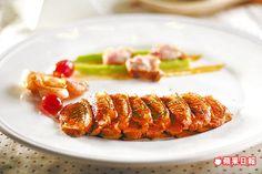 法式果香鴨胸 1200元套餐主菜之一  鴨肉鮮嫩,淋上酸香醬汁更凸顯鴨肉甜潤。
