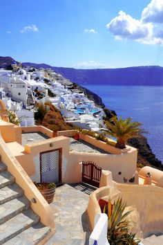 9 Real Life Fairytale Villages in Europe----gorgeous village in Santorini, Greece! Places Around The World, Oh The Places You'll Go, Places To Travel, Around The Worlds, Croquis Architecture, Beautiful World, Beautiful Places, Beautiful Villas, Simply Beautiful