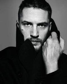 ♡ this picture of Tom Hardy, so much its actually my wallpaper on my tablet, laptop and am considering using it on my mobile too.