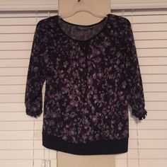 Purple/gray/black patterned top 3/4 sleeve length top with ruffled sleeves and black band at bottom. Colors are black/gray/purple Elements Tops Blouses