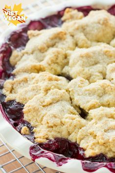 Vegan Blueberry Cobbler The Viet Vegan A layer of blueberries are studded with fluffy, sugar-crusted biscuits Healthy Vegan Dessert, Cake Vegan, Vegan Pie, Vegan Dessert Recipes, Vegan Treats, Vegan Foods, Vegan Dishes, Vegan Blueberry Recipes, Vegan Butter