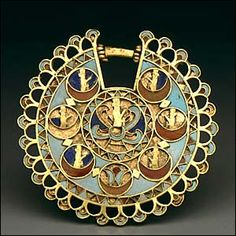 Achaemenid Dynasty ancient Persia. Gold Earing with inlays of turquoise, carnelian, and lapis lazuli, 5th-4th Century BCE.