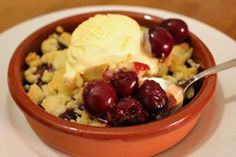 Recipe for cherry crumble The post Recipe for cherry crumble appeared first on Win Dessert. Easy Cheesecake Recipes, Easy Cookie Recipes, Dessert Recipes, Chocolate Brownie Cookies, Chewy Sugar Cookies, Cookies Vegan, Peanut Butter Cookie Recipe, Peanut Butter Recipes, Cherry Crumble