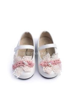 7e84e13fadb Βαπτιστικό παπούτσι Babywalker για κορίτσι από συνθετικό δέρμα ματ σε  εκρού-ρόζ.