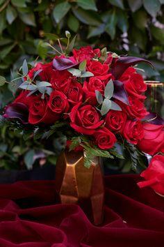 #stylemepretty #weddingflowers #flowerarrangement #floralarrangement #bridalflowers #flowerdesign
