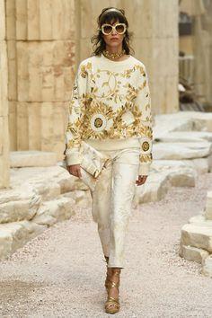 Runway / Chanel / Paris / Resort 2018 / Kollektionen / Fashion Shows / Vogue