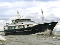 New Listing | De Vries Lentsch 90 Built in 2006 by Bloemsma & Van Breemen after a design of De Vries Lentsch based on their famous Cammenga series. She is easy to operate with her unmanned engine room. A real seaworthy yacht with over 4500 nm range and equipped with modern electronic equipment.   #dutchyacht #bloemsma&vanbreemen #devrieslentsch #cammenga