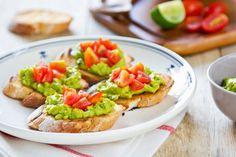 Crostinis guacamole et tomate