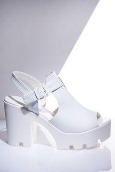 Sandalia tratorada vazado branco